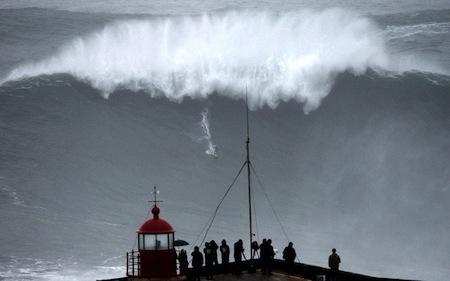 """""""biggest wave"""" record Carlos Burle"""