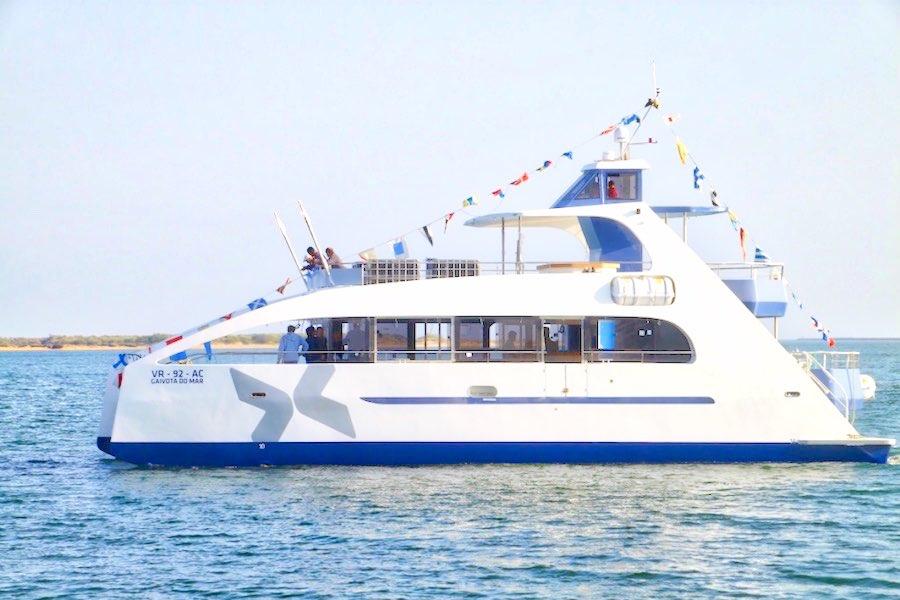 Bodas en barco organizar tu boda en un catamar n for Todo sobre barcos