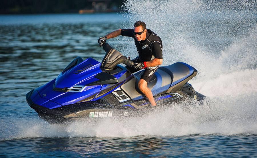 Alquiler de Megayates con motos de agua