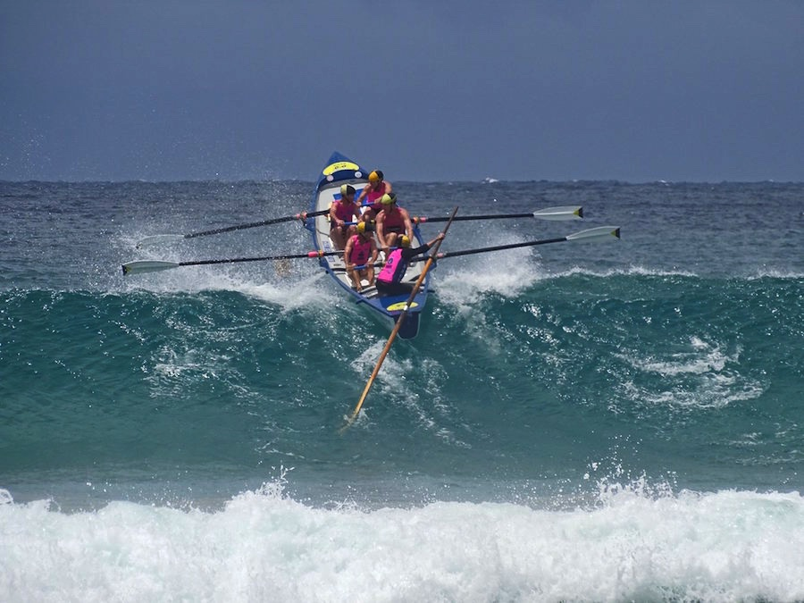 Fin de semana espect culo de surfboat en australia for Espectaculo que resulta muy aburrido crucigrama