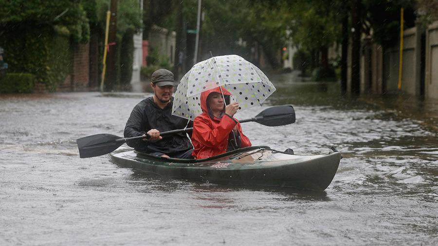 fenómenos meteorológicos - inundaciones y kayaks