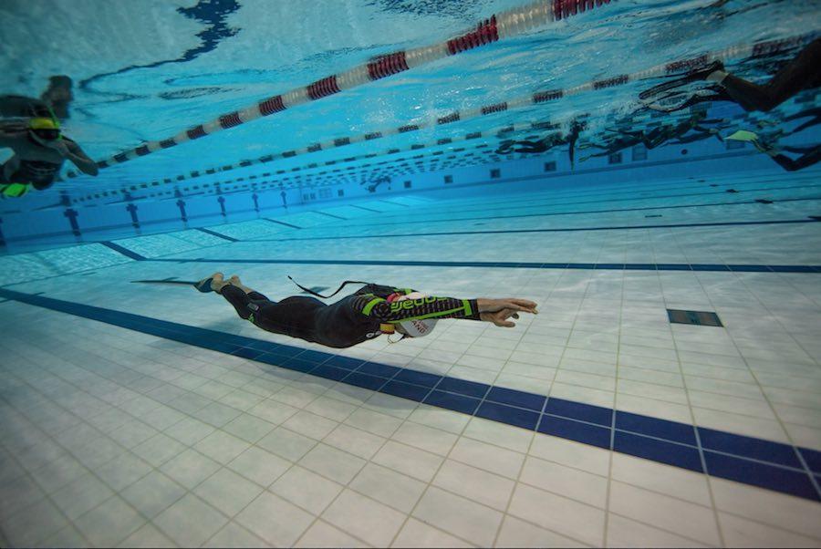 Dos records mundiales en el mundial de apnea en piscina for Piscina 50 metros barcelona
