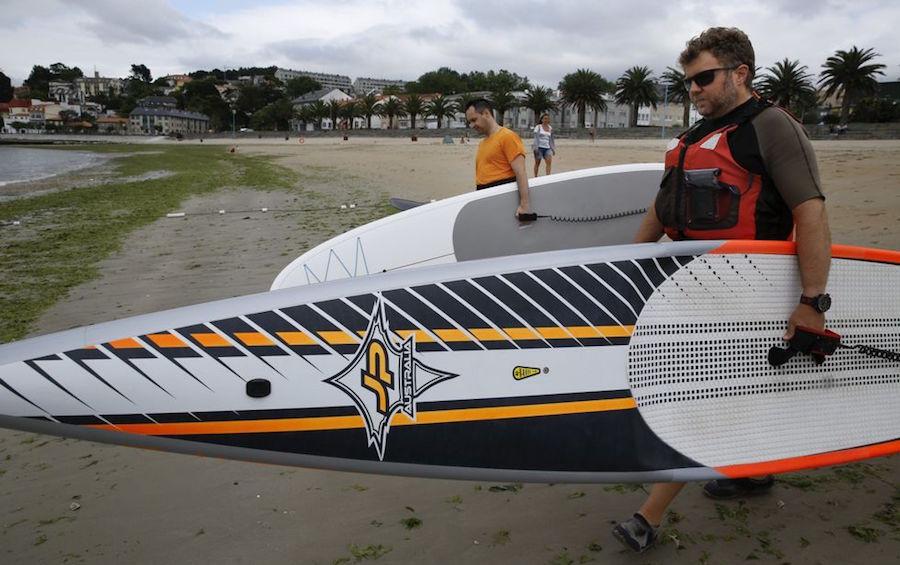 stand-up-paddle-contra-turistas-de-playa