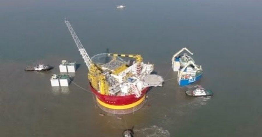 traslado de una plataforma petrolífera